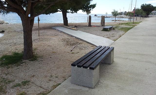 Lakši pristup moru za invalide na dugoratskoj plaži